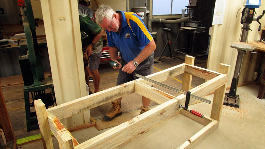 Les making a new bench